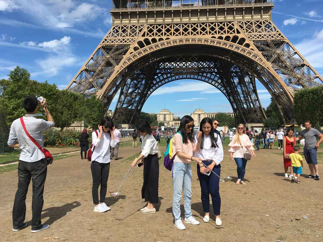 New welcome to the Eiffel Tower - Gehl